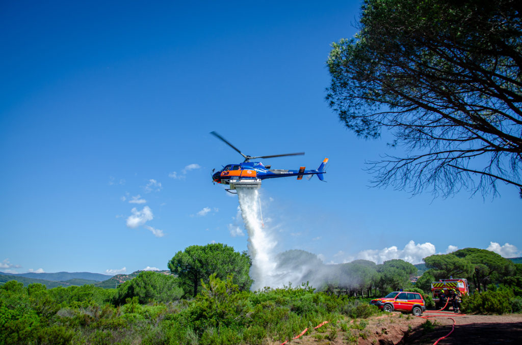 Travail aerien - Lutte contre les feux de forêt - Mont Blanc Hélicoptères Megève